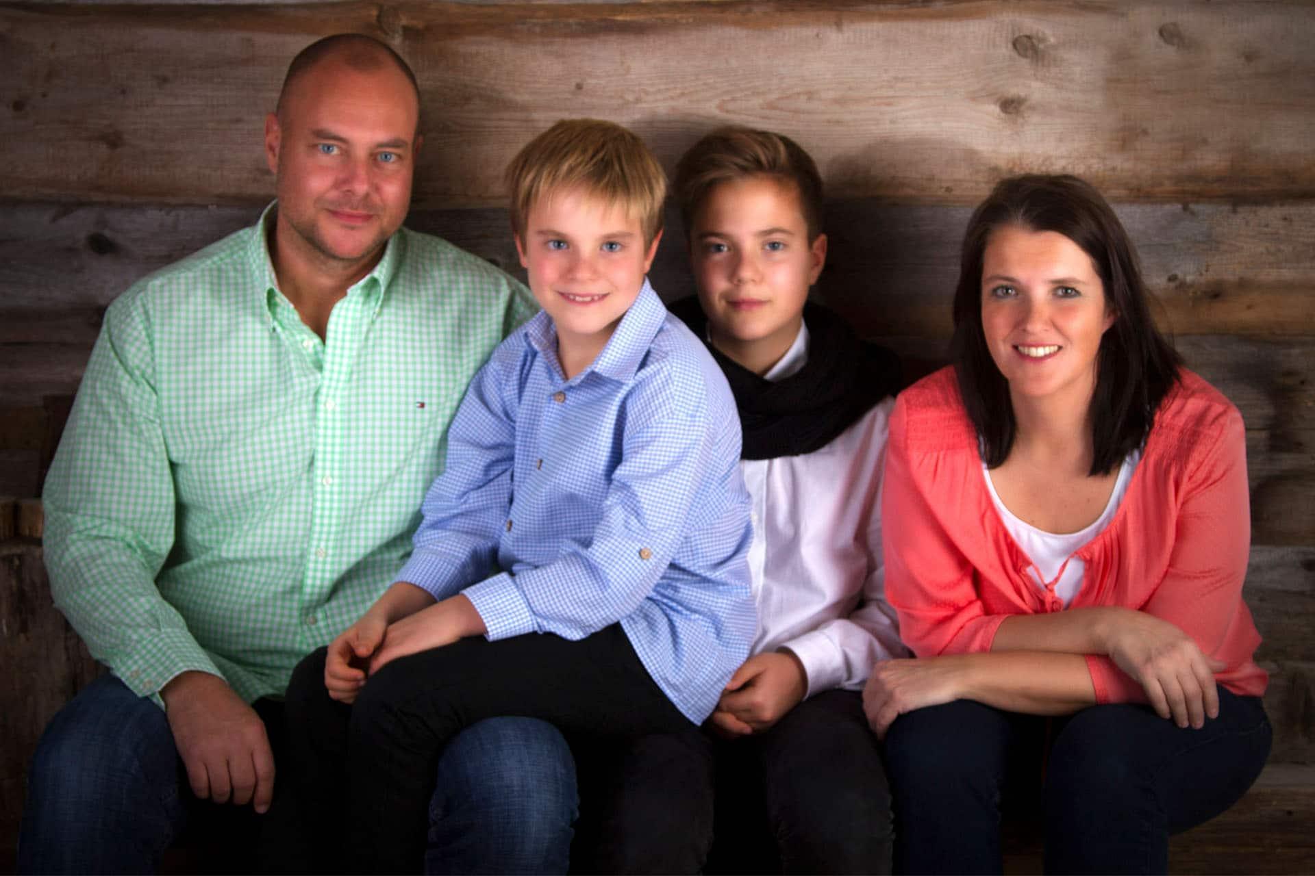 Familienfotos - Geschenk - Familienfotografie - Familienfotograf - Familienshooting Murnau - Foto Stoes