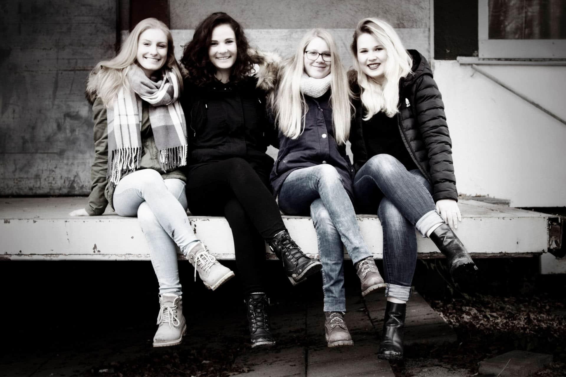 Freundschaftsfotos - Freunde-Fotoshooting - Freundinnenshooting Murnau - Foto Stoess