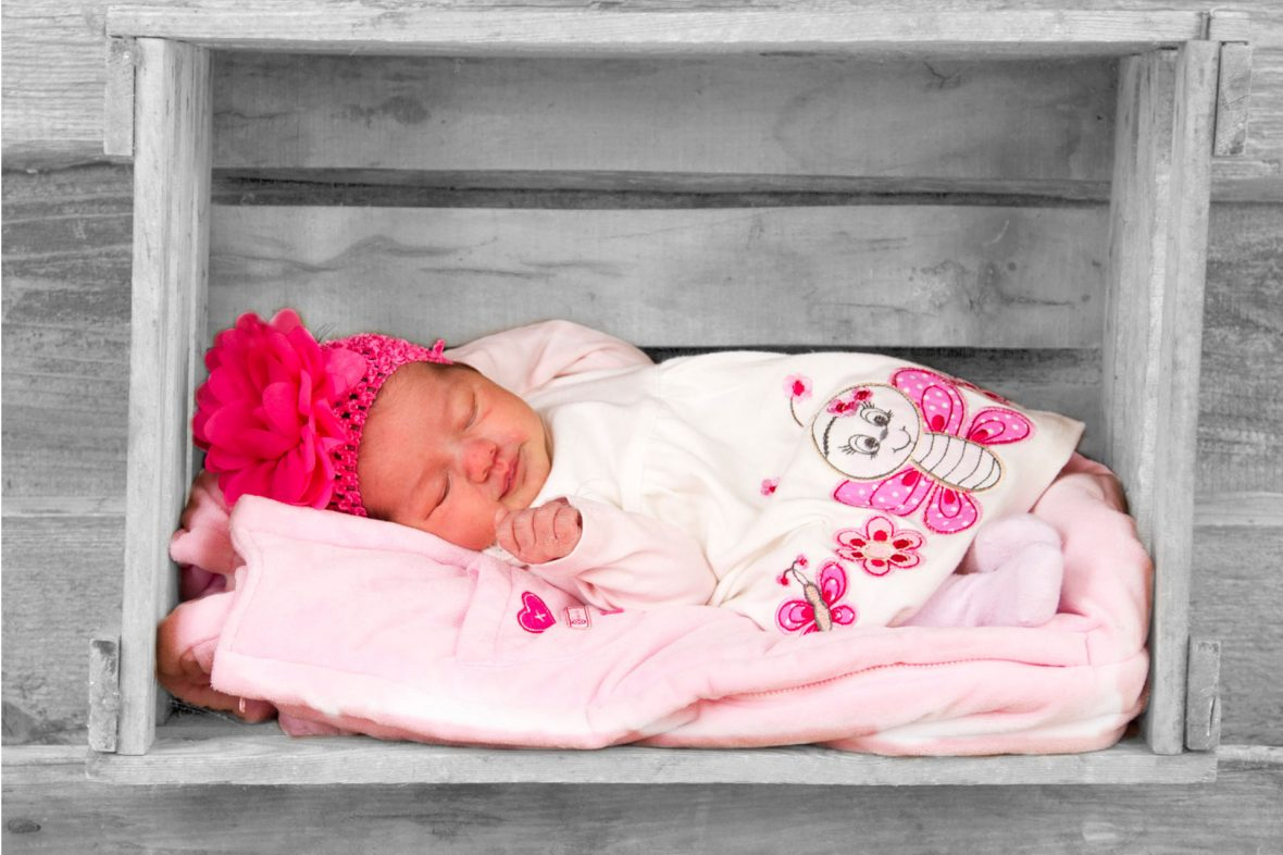 Zauberhafte Momente festhalten in Babybildern – Babyshooting Murnau – Foto Stoess